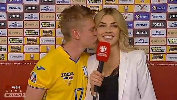 Chỉ sau vài tháng hẹn hò, hậu vệ ngôi sao của Man City quyết định trói chặt MC thể thao xinh đẹp bằng màn cầu hôn ở địa điểm không thể ý nghĩa hơn - Ảnh 3.