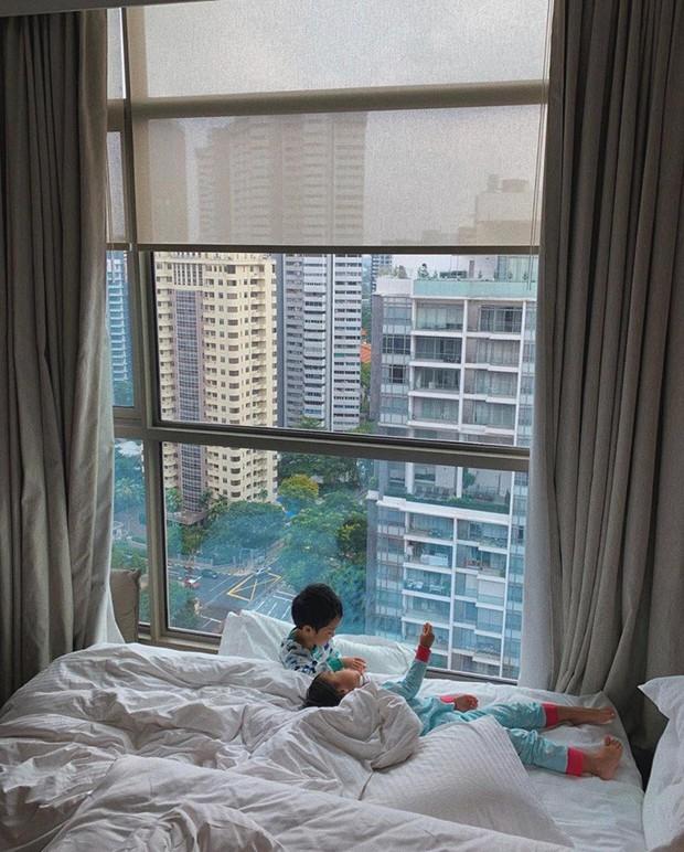 Tăng Thanh Hà khoe khoảnh khắc cực tình cảm bên cạnh con trai, hé lộ cận khuôn mặt bé: Soái ca tương lai đây rồi! - Ảnh 2.