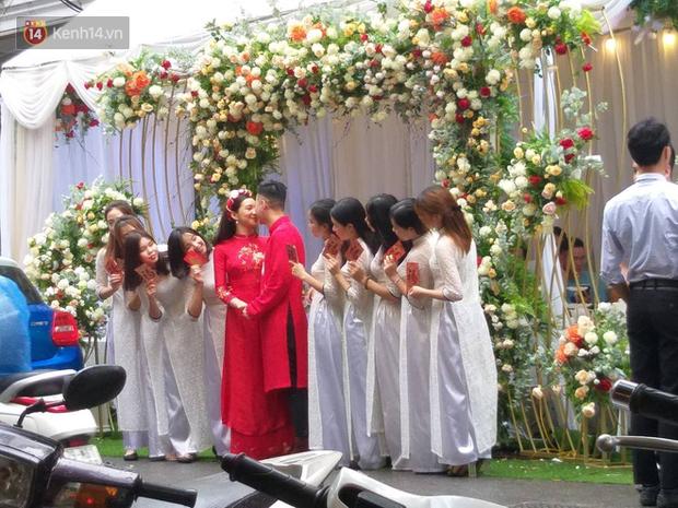 Cận cảnh nhan sắc cô dâu Lưu Đê Ly trong đám hỏi: Không lung linh như trên mạng nhưng tươi roi rói! - Ảnh 1.