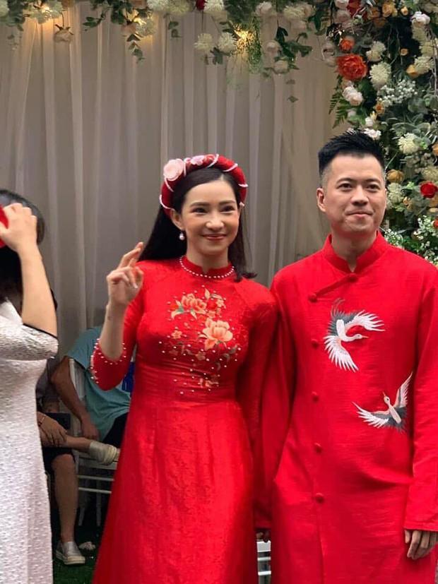 Cận cảnh nhan sắc cô dâu Lưu Đê Ly trong đám hỏi: Không lung linh như trên mạng nhưng tươi roi rói! - Ảnh 2.