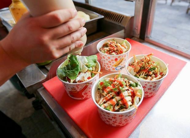 """Sinh viên Việt Nam có đặc sản mì úp, thì sinh viên Hàn có món """"cơm cốc"""" vừa tiện vừa đủ chất, nhìn thôi cũng thèm! - Ảnh 3."""