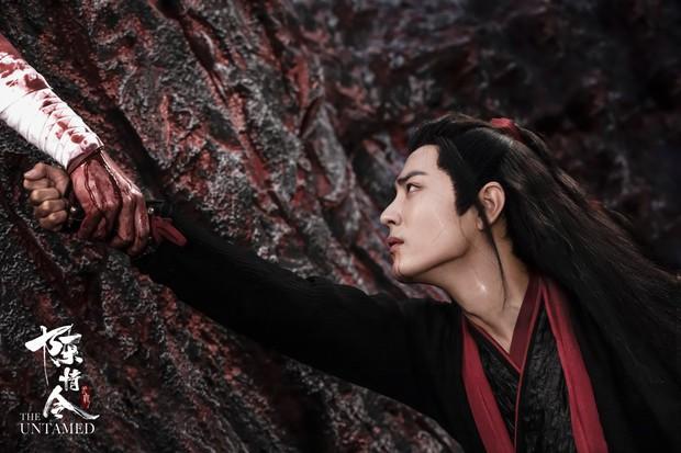 5 màn tự tử trên phim khiến khán giả khóc hết nước mắt: Tiêu Chiến oan ức tức tưởi, Tần Lam nhảy lầu ở Tử Cấm Thành - Ảnh 4.