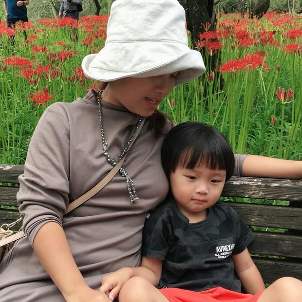Sa chào cô chú đi con! đang là câu nói lây lan cực mạnh trên MXH, em bé Việt lai Nhật bị mẹ nhắc chào gần 400 lần như thế còn thú vị hơn nữa! - Ảnh 9.