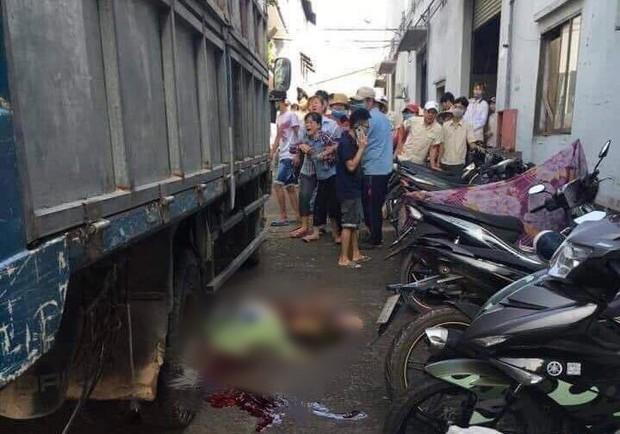 Bình Dương: Nữ tạp vụ đang quét dọn trong công ty bị xe tải lùi cán tử vong, người thân gào khóc tại hiện trường - Ảnh 1.