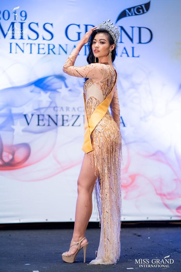 Bị chê đùi to mà còn thích mặc váy xẻ cao tại Miss Grand International, Á hậu Kiều Loan thẳng thắn đáp trả - Ảnh 1.