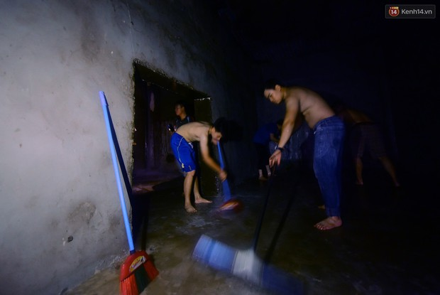 Thau rửa bể ngầm, bể trên cao của tổ hợp chung cư HH Linh Đàm để đón nước sạch - Ảnh 8.