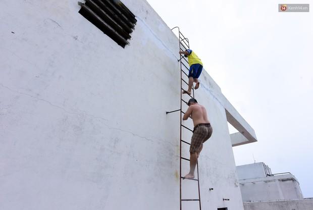 Thau rửa bể ngầm, bể trên cao của tổ hợp chung cư HH Linh Đàm để đón nước sạch - Ảnh 3.