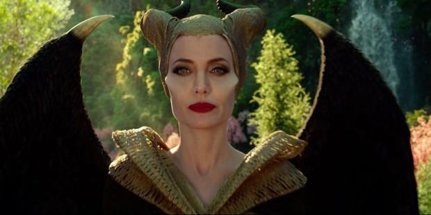 Review Maleficent 2: Đây là màn sui gia đại chiến tưng bừng khói lửa nhất năm, chỉ tiếc ngẩn ngơ vì chị đẹp Angelina Jolie ít đất diễn quá - Ảnh 8.