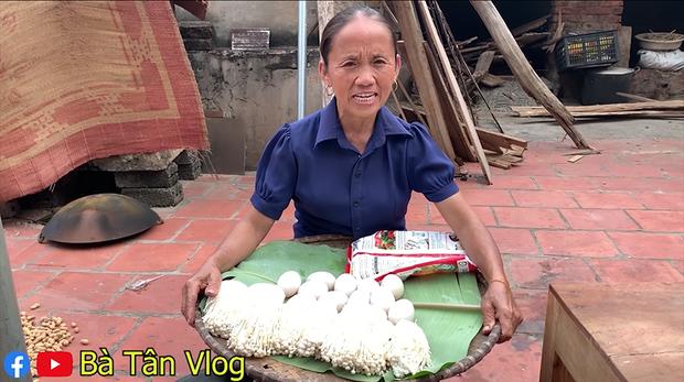 Giữa giông bão lùm xùm, Bà Tân Vlog vẫn ra clip mới, đại diện truyền thông tiết lộ không dám cho bà đọc bất cứ bình luận nào - Ảnh 1.
