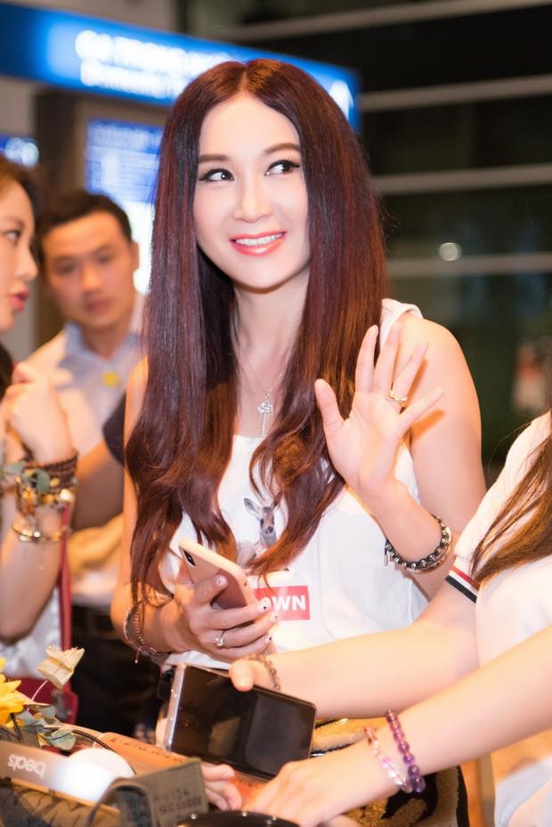 Đát kỷ Ôn Bích Hà đến Việt Nam, bất ngờ với nhan sắc trẻ trung như gái đôi mươi dù đã ở ngưỡng 53 - Ảnh 1.