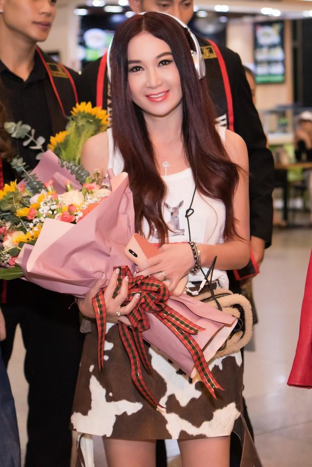Đát kỷ Ôn Bích Hà đến Việt Nam, bất ngờ với nhan sắc trẻ trung như gái đôi mươi dù đã ở ngưỡng 53 - Ảnh 2.
