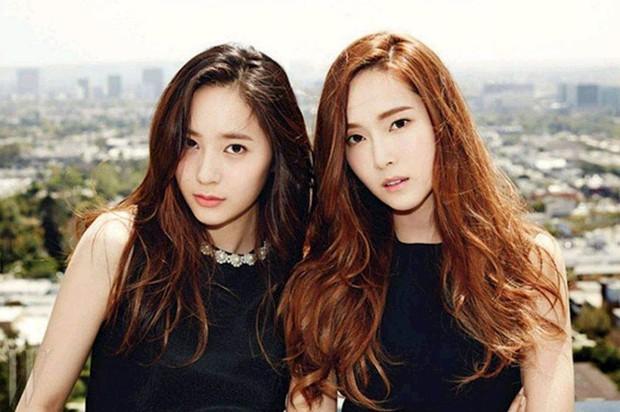 Người cô độc nhất SM chính là Krystal: chị gái Jessica, thành viên f(x) đều rời công ty; phải chứng kiến người anh Jonghyun và bạn thân Sulli ra đi mãi mãi - Ảnh 1.
