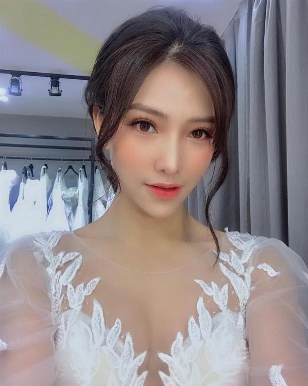 Bà hàng xóm phố Hàng Buồm tiết lộ sáng sớm nay Lưu Đê Ly mua 2 con gà để làm đám cưới, tường tận cả đời tư của Huy DX - Ảnh 2.