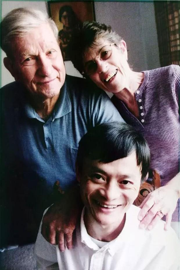 Từng được giúp đỡ 3 triệu đồng vô điều kiện, tỷ phú Jack Ma trở lại tìm ân nhân xưa và hành trình đền ơn đáp nghĩa khiến người đời nể phục - Ảnh 2.