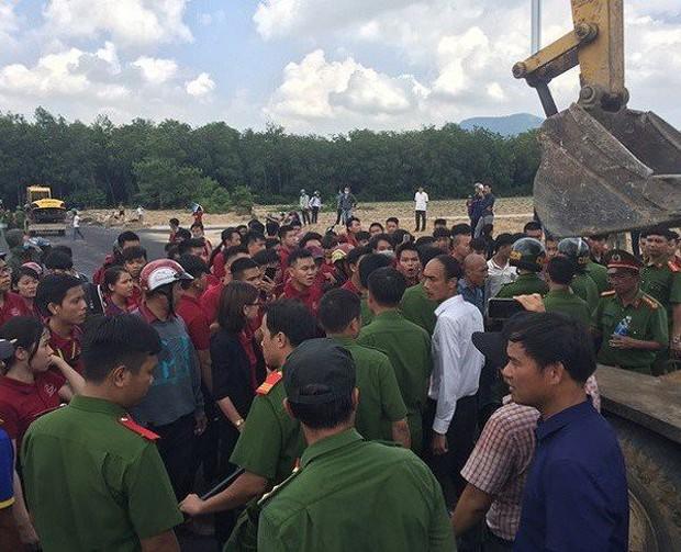 Hé lộ tin nhắn Nguyễn Thái Luyện chỉ đạo nhân viên gây rối, đập phá xe đoàn cưỡng chế: Nước cờ sai dẫn đến ngày tàn của Alibaba - Ảnh 1.