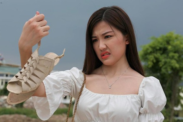 Trà (Hoa hồng trên ngực trái) lần đầu bật mí pha đứt giày kinh điển, cắt tóc ngắn để thách thức bản thân chứ không phải vì thoát vai tiểu tam - Ảnh 9.