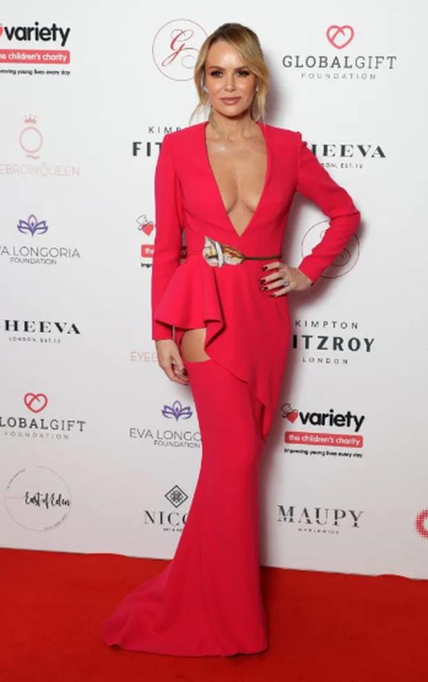 Thảm đỏ hot nhất hôm nay: Sao nữ Hollywood chiếm cả spotlight của minh tinh bà nội trợ kiểu Mỹ Eva Longoria trên thảm đỏ khủng vì lộ gần hết vòng 1 - Ảnh 1.