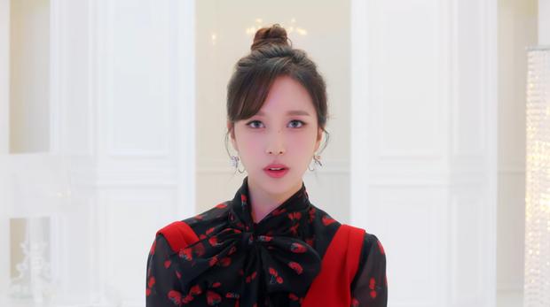 TWICE phát hành MV Nhật đủ 9 thành viên: Center Nayeon bị cho ra rìa nhưng bí ẩn hơn là màn thoắt ẩn thoắt hiện của Mina - Ảnh 5.