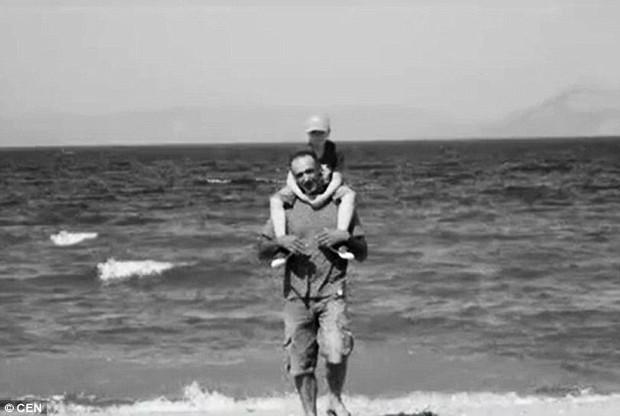 Quá đau lòng sau khi con trai chết vì bệnh ung thư, đôi vợ chồng để lại 13 trang thư tuyệt mệnh rồi cùng treo cổ tự vẫn - Ảnh 1.