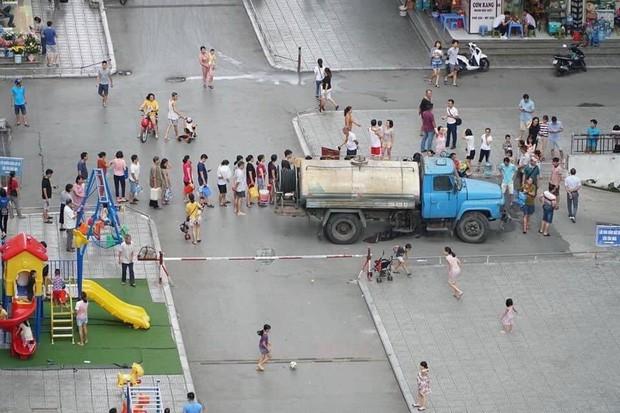 Nóng: Ô nhiễm nguồn nước, một cửa hàng Starbucks ở Hà Nội phải tạm đóng cửa, chưa hẹn ngày quay trở lại - Ảnh 1.