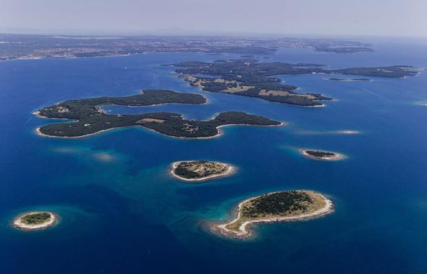 """Hòn đảo hình chú cá bé xinh đang khiến du khách toàn cầu truy tìm, nhưng ai cũng phải """"dè chừng"""" khi biết nơi này ẩn chứa 1 bí mật từ thời cổ đại - Ảnh 3."""