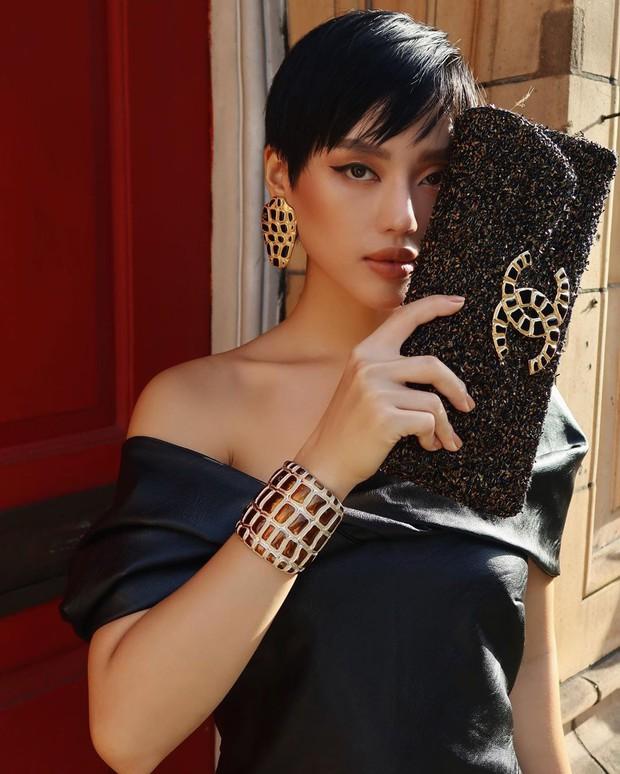 Khánh Linh đập hộp túi Chanel hàng độc, chưa hết trầm trồ với thiết kế lạ mắt đã phải toát mồ hôi vì mức giá - Ảnh 2.
