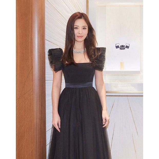 Loạt khoảnh khắc gây sốt của Song Hye Kyo tại sự kiện hôm qua: Ly hôn xong càng ngày càng quyến rũ khó tin - Ảnh 5.