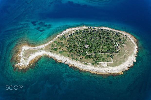 """Hòn đảo hình chú cá bé xinh đang khiến du khách toàn cầu truy tìm, nhưng ai cũng phải """"dè chừng"""" khi biết nơi này ẩn chứa 1 bí mật từ thời cổ đại - Ảnh 6."""