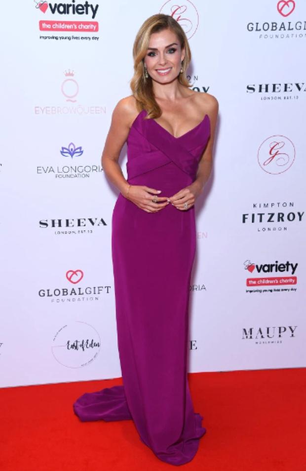 Thảm đỏ hot nhất hôm nay: Sao nữ Hollywood chiếm cả spotlight của minh tinh bà nội trợ kiểu Mỹ Eva Longoria trên thảm đỏ khủng vì lộ gần hết vòng 1 - Ảnh 9.
