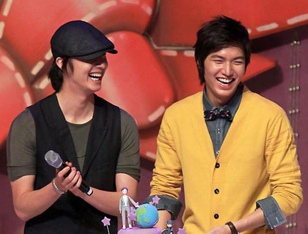 Những cặp đôi nam nam cực hot của showbiz Hàn: Toàn trai đẹp cực phẩm, thân thiết với nhau từ thời còn đi học - Ảnh 1.