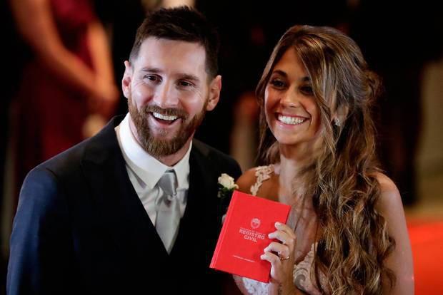 Sau 12 năm mặn nồng bên nhau, Messi bất ngờ có những chia sẻ cực tình cảm về về cô vợ xinh đẹp khiến các fan rụng tim - Ảnh 1.