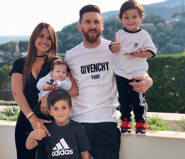 Sau 12 năm mặn nồng bên nhau, Messi bất ngờ có những chia sẻ cực tình cảm về về cô vợ xinh đẹp khiến các fan rụng tim - Ảnh 2.