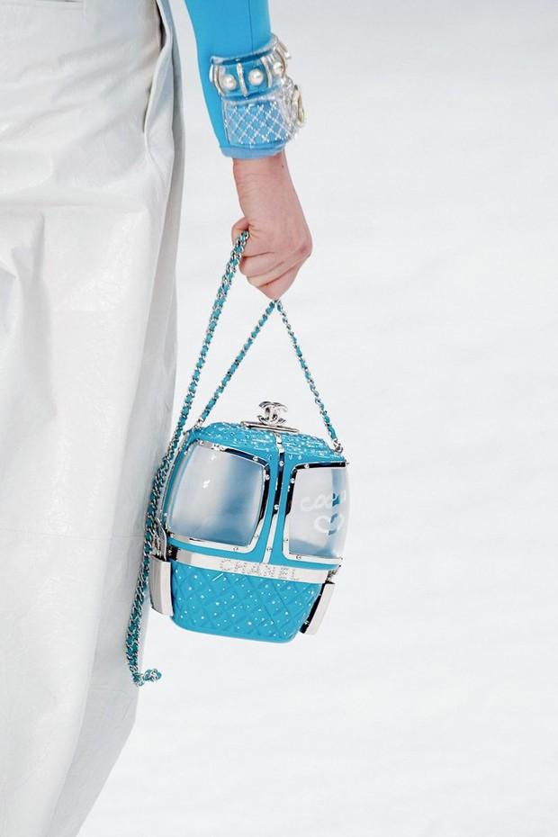 Khánh Linh đập hộp túi Chanel hàng độc, chưa hết trầm trồ với thiết kế lạ mắt đã phải toát mồ hôi vì mức giá - Ảnh 5.