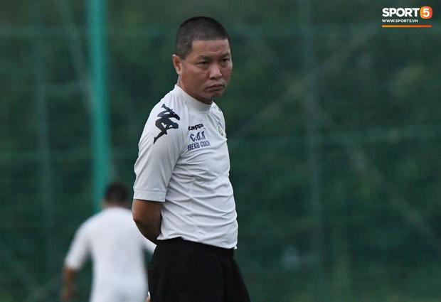 Văn Công tái phát chấn thương, Bùi Tiến Dũng có cơ hội bắt chính nhưng lại mất điểm vì sai lầm này trong buổi tập của Hà Nội FC - Ảnh 8.