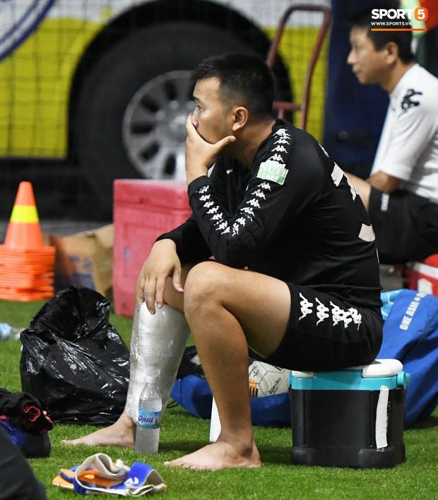 Văn Công tái phát chấn thương, Bùi Tiến Dũng có cơ hội bắt chính nhưng lại mất điểm vì sai lầm này trong buổi tập của Hà Nội FC - Ảnh 3.