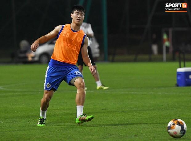 Văn Công tái phát chấn thương, Bùi Tiến Dũng có cơ hội bắt chính nhưng lại mất điểm vì sai lầm này trong buổi tập của Hà Nội FC - Ảnh 6.