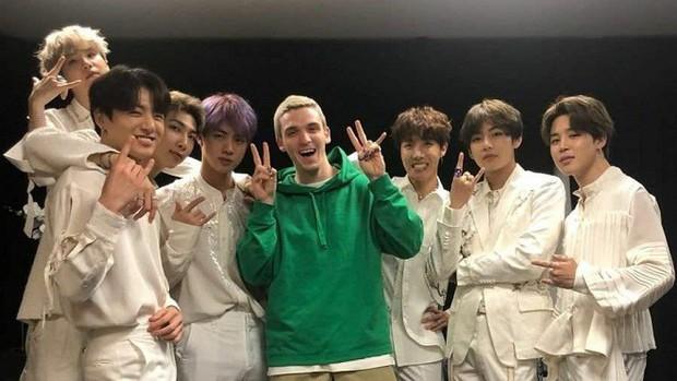 Thả thính mãi, cuối cùng BTS và Lauv cũng tung MV bản b-side ấn tượng được remix cực êm tai - Ảnh 2.