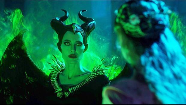 Phim rạp cuối tuần: Không khí Halloween đổ bộ, Chị đại Angelina Jolie chiếm trọn spotlight với Maleficent 2 - Ảnh 3.