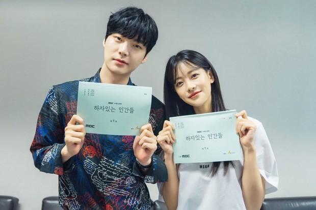Nhìn Ahn Jae Hyun làm tổng tài điển trai ngất ngưởng ở phim mới, ai mà nghĩ anh đang có scandal cơ chứ! - Ảnh 2.