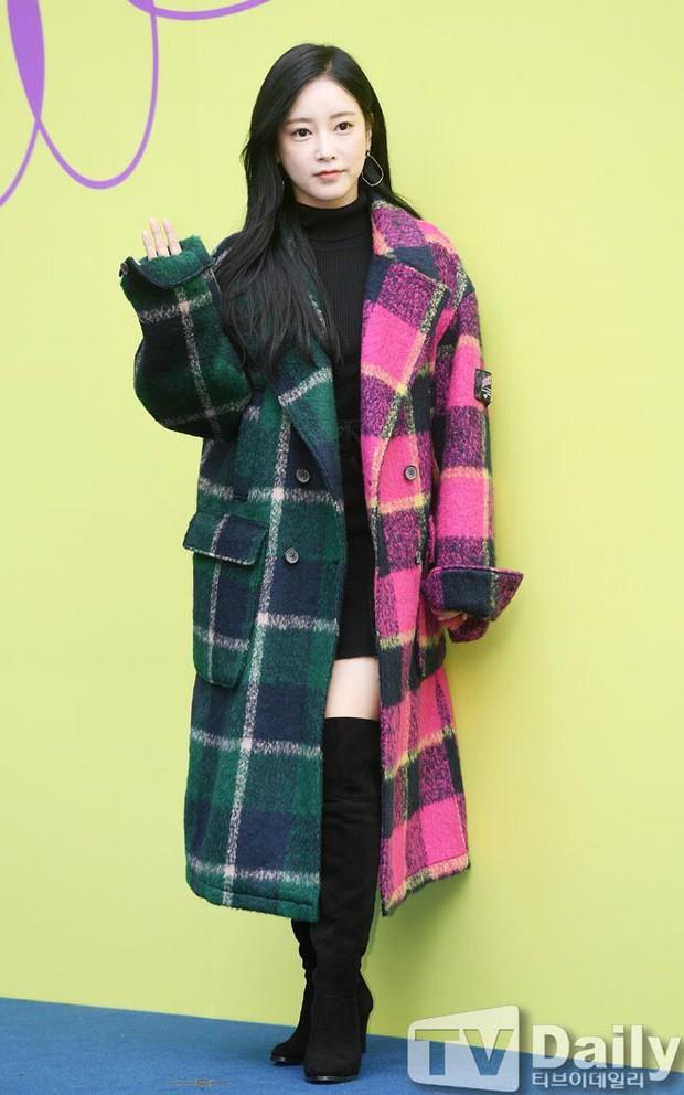 Seoul Fashion Week: Mỹ nam Trung Quốc chiếm sạch spotlight dàn sao Hàn vì đã đẹp trai bức người lại còn đầy khí chất - Ảnh 3.