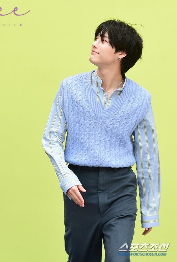 Seoul Fashion Week: Mỹ nam Trung Quốc chiếm sạch spotlight dàn sao Hàn vì đã đẹp trai bức người lại còn đầy khí chất - Ảnh 10.