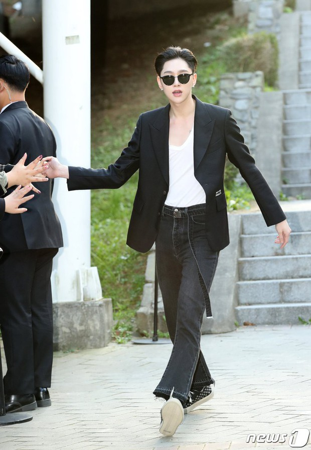 Seoul Fashion Week: Mỹ nam Trung Quốc chiếm sạch spotlight dàn sao Hàn vì đã đẹp trai bức người lại còn đầy khí chất - Ảnh 8.