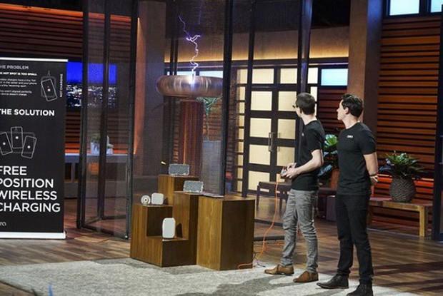 Tham gia Shark Tank, 2 thanh niên khiến iFan đổ cái rầm vì làm ra thứ Apple cũng chưa hoàn thành nổi - Ảnh 3.