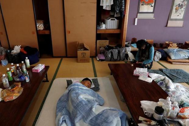 Người dân Nhật Bản thu dọn đống đổ nát hoang tàn sau siêu bão Hagibis - Ảnh 8.
