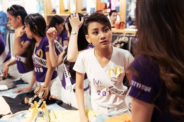 Hoa hậu Hoàn vũ drama không kém gì Next Top Model: Thí sinh hết giành giày lại to tiếng với nhau - Ảnh 2.