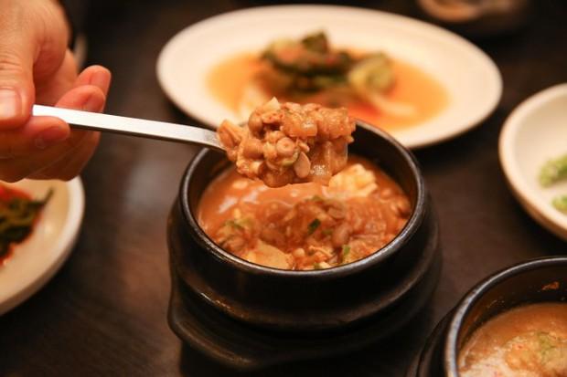"""""""Súp xác thối"""" Hàn Quốc: nghe có vẻ khó ăn nhưng lại là đặc sản nổi tiếng của xứ sở kim chi - Ảnh 7."""