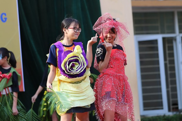 Độc đáo chương trình biểu diễn thời trang chung tay bảo vệ môi trường của học sinh Hà Nội - Ảnh 2.