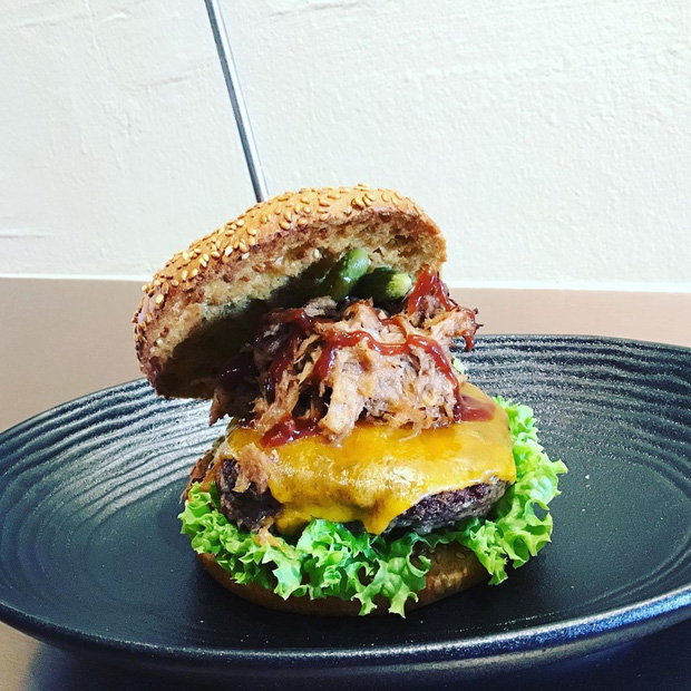 Được bán với giá 4 triệu đồng, chiếc burger này có gì đặc biệt mà lại đắt xắt ra miếng như vậy? - Ảnh 7.