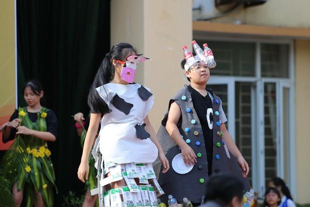 Độc đáo chương trình biểu diễn thời trang chung tay bảo vệ môi trường của học sinh Hà Nội - Ảnh 1.