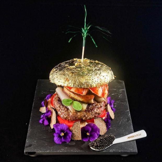 Được bán với giá 4 triệu đồng, chiếc burger này có gì đặc biệt mà lại đắt xắt ra miếng như vậy? - Ảnh 1.